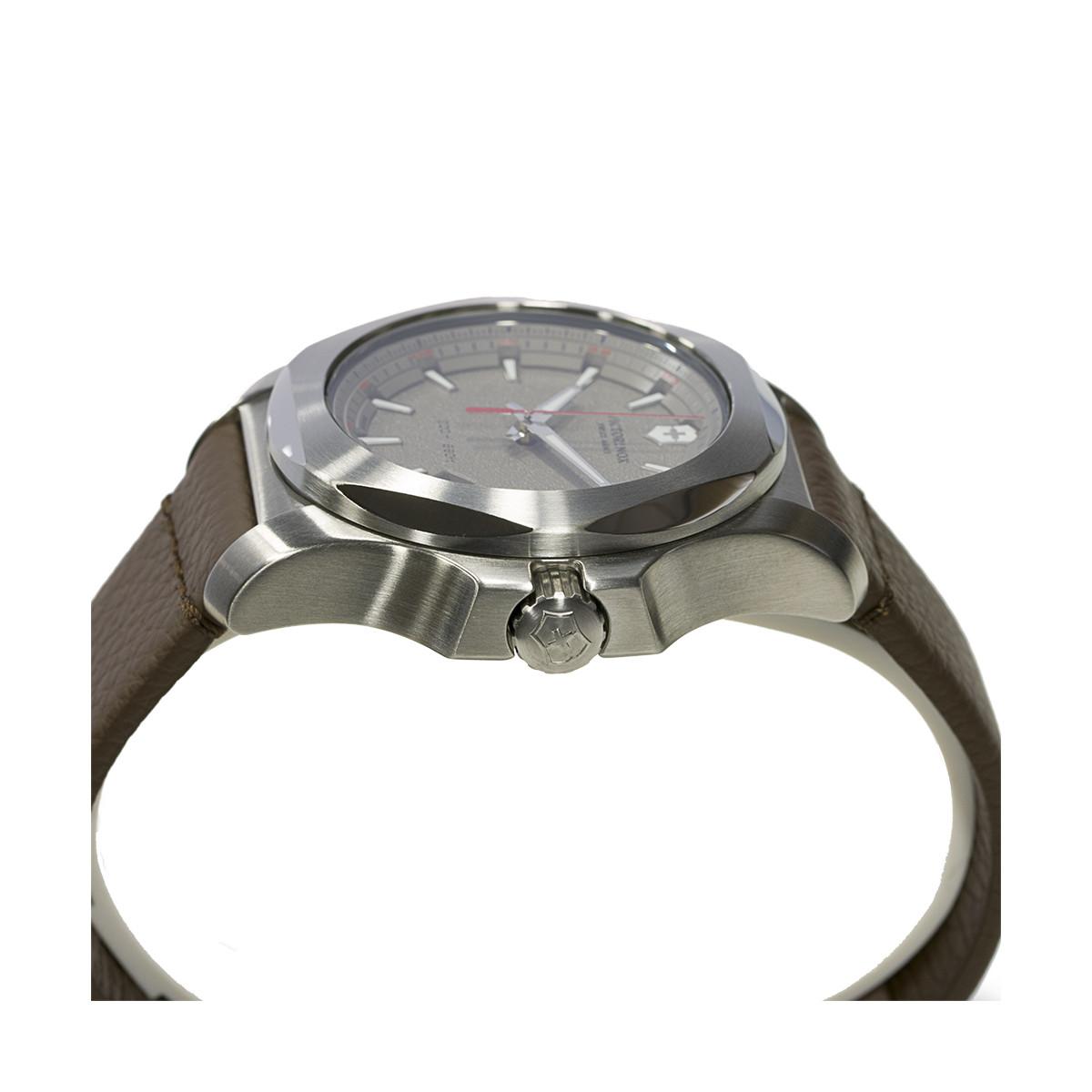 Montre Homme Victorinox I.N.O.X. cadran gris, bracelet cuir marron - 43 mm