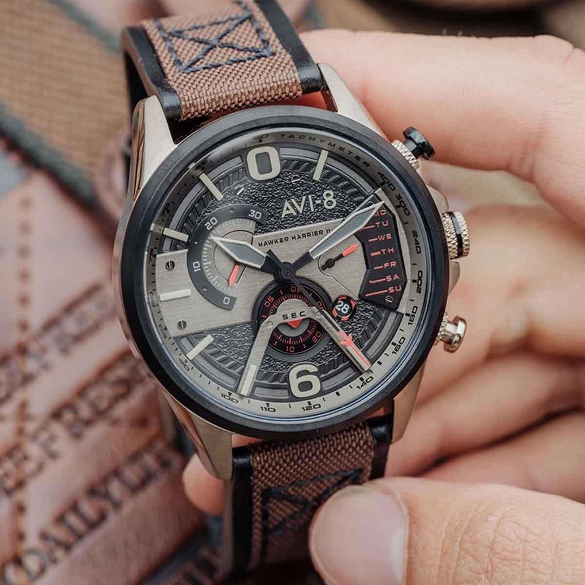 Montre Homme AVI-8 HAWKER HARRIER II Quartz Cadran noir  Bracelet cuir véritable et tissu